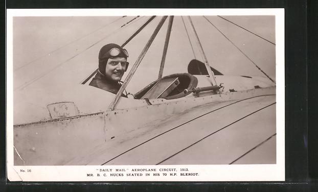 AK Daily Mail Aeroplane Circuit 1912, Pilot Hucks sitzt in seinem Flugzeug Blériot
