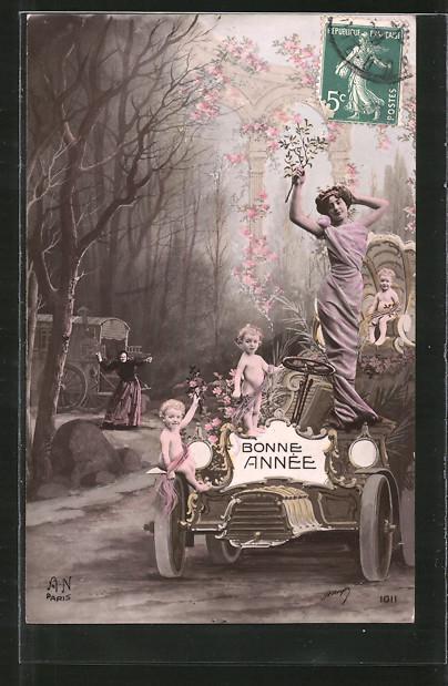 Fotomontage-AK Bonne Année, Greisin und Kleinkinder mit Dame auf Auto