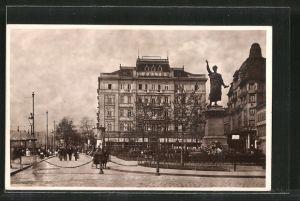 AK Budapest, Carlton nagy szálloda Petöfi szoborral, Grand Hotel Carlton mit dem Petöfi-Denkmal