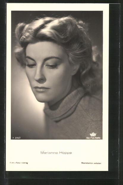 AK Schauspielerin Marianne Hoppe in verträumter Pose