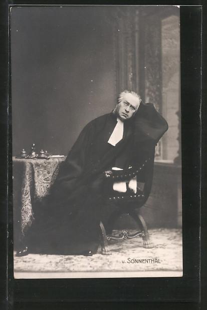 AK Schauspieler Adolf von Sonnenthal auf Stuhl sitzend porträtiert