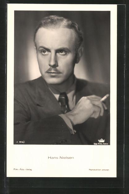 AK Schauspieler Hans Nielsen im Anzug porträtiert