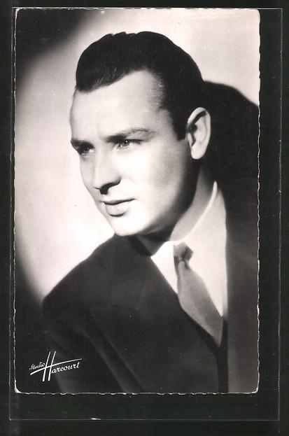 AK Schauspieler Marcel Merkes im Anzug posierend