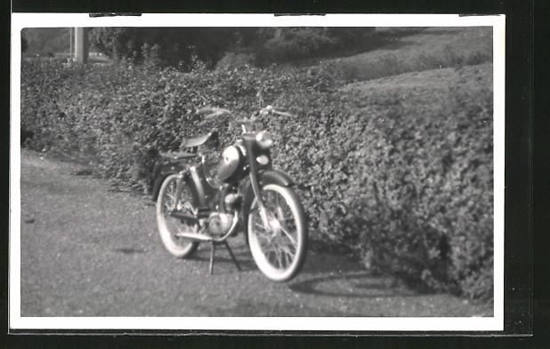 Foto-AK Parkendes Moped, Mofa