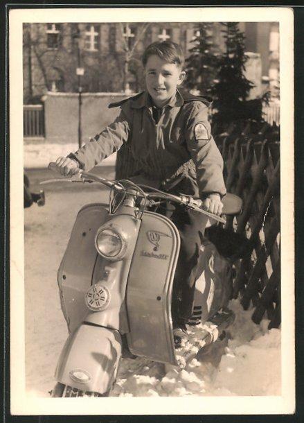 AK Junge auf NSU-Lambretta Motorroller im Winter