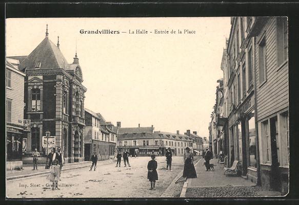 AK Grandvilliers, La Halle, Entree de la Place