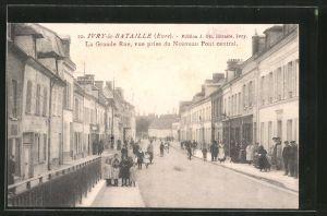 AK Ivry-la-Bataille, La Grande Rue, vue prise du Nouveau Pont Central