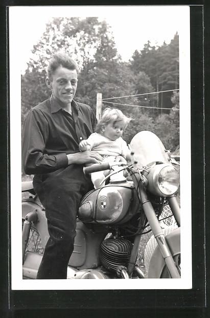 Foto-AK Vater mit Kind auf seinem Puch-Motorrad