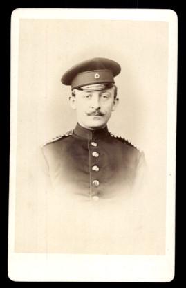Fotografie G. Schlüter Goslar, Portrait deutscher Soldat, Einjährig Freiwilliger in Uniform mit Schirmmütze