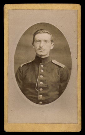 Fotografie J. Ducas Mulhouse, Portrait Soldat in Uniform mit Schulterstück