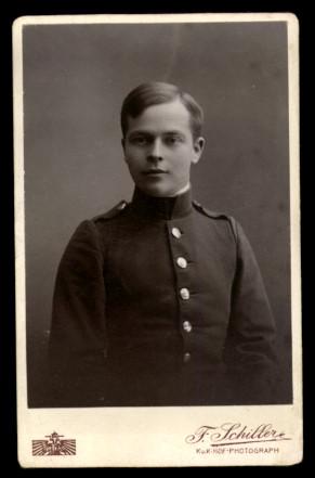 Fotografie Friedrich Schiller Wien, Portrait junger Soldat in Uniform