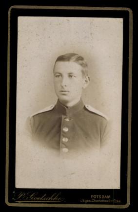 Fotografie P. Goetschke Potsdam, Portrait deutscher Soldat in Uniform mit Schulterstück