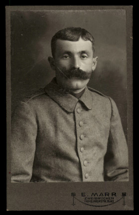 Fotografie E. Marr Zweibrücken, Portrait deutscher Soldat in Uniform-Feldgrau