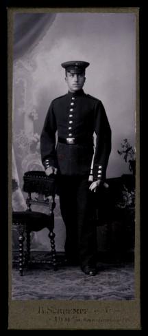 Fotografie H. Schrempf Ulm, Portrait deutscher Soldat in Uniform mit Bajonett & Portepee