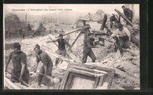 AK Avezzano, Zerstörungen nach einem Erdbeben, I Bersaglieri alla ricerca delle vittime