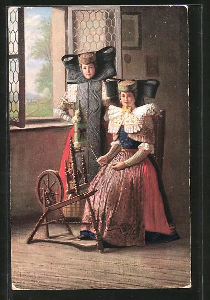 AK Frauen in Tracht Schaumburg-Lippe am Spinnrad