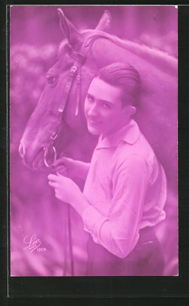 Foto-AK Leo, Paris Nr. 1204: junger Reiter mit seinem Pferd