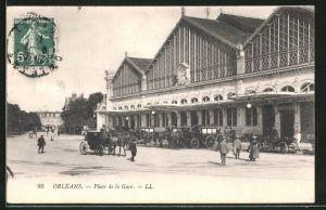 AK Orléans, La gare et la place de la gare, Pferdekutschen stehen vor dem Bahnhof