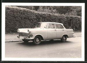 Fotografie Auto Opel Rekord, Limousine, PKW am Strassenrand