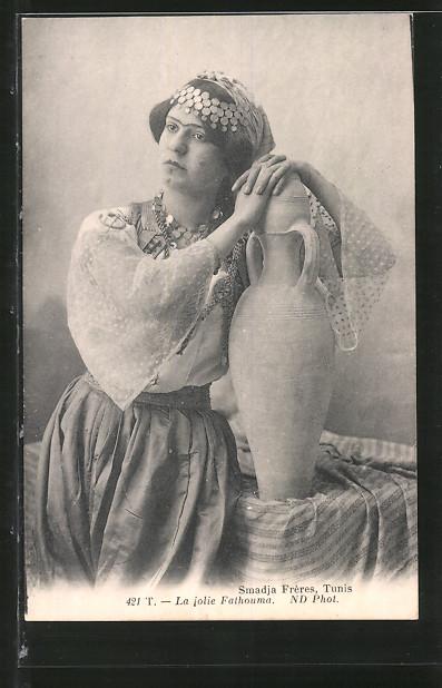 AK La jolie Fathouma, Nordafrikanerin mit Gesichtsbemalung