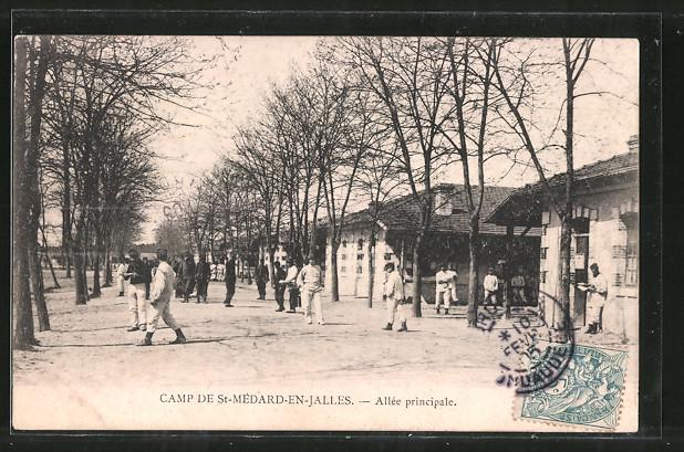 AK Camp de St-Médard-en-Jalles, Allée principale