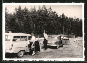 Fotografie Auto, Kombi & Limousine mit Faltdach, PKW's bei Rast am Strassenrand