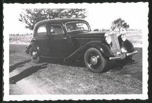 Fotografie Auto Mercedes Benz, schwarzer PKW auf einer Landstrasse