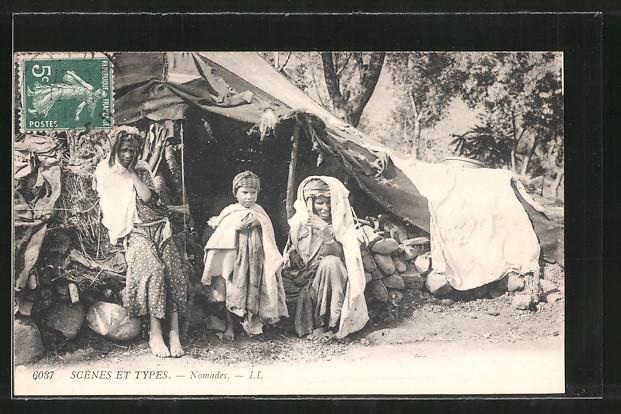 AK Nomades, Nomaden sitzen vor ihrem Zelt, arabische Volkstypen