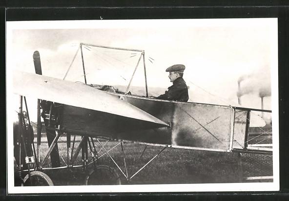 AK Pilot Jana Kaspara in seinem Flugzeug