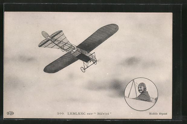 AK Pilot Leblanc in seinem Flugzeug