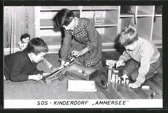 AK Kinder spielen mit Holzspielzeug im SOS-Kinderdorf Ammersee