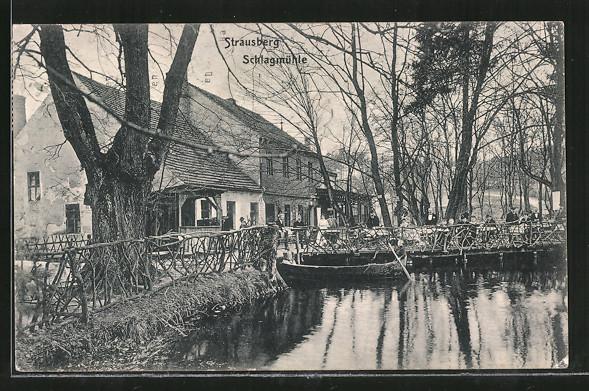 AK Strausberg, Gasthaus zur Schlagmühle mit Gartenlokal, Ruderboot