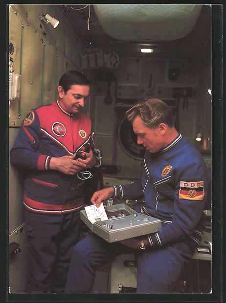 AK Kosmonauten Waleri Bykowski und Siegmund Jähn bei der Vorbereitung des Weltraumfluges 0