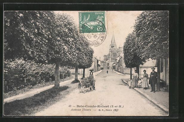 AK Brie-Comte-Robert, avenue Thiers, Kinder auf Strasse