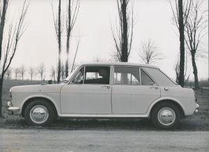 Fotografie Auto Austin 1100, 4-Türiger PKW, Limousine, Neuwagen bei Probefahrt