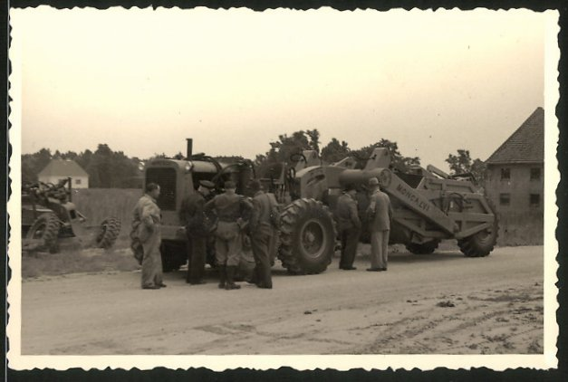 Fotografie Traktor Moncalvi, Schlepper, Trekker mit Spezail-Anbaugerät