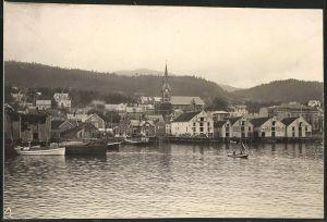 Fotografie Fotograf unbekannt, Ansicht Molde, Blick in den Hafen