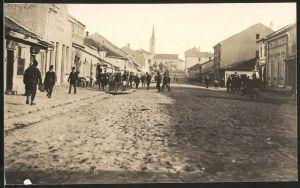 Fotografie 1.WK, Alexinatz, Ladengeschäfte und Marktstände am Marktplatz der serbischen Stadt