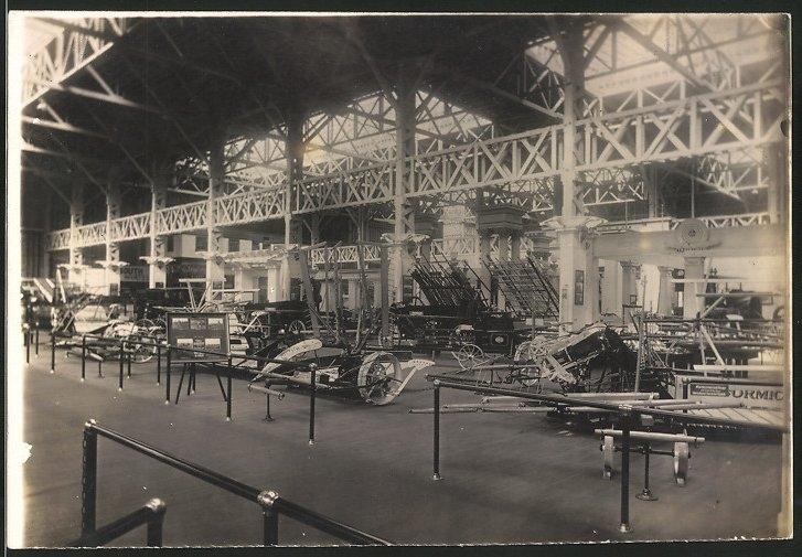 Fotografie Presse-Büro, Leipzig, Ausstellung für landwirtschaftliche Maschinen, Messestände mit Landmaschinen