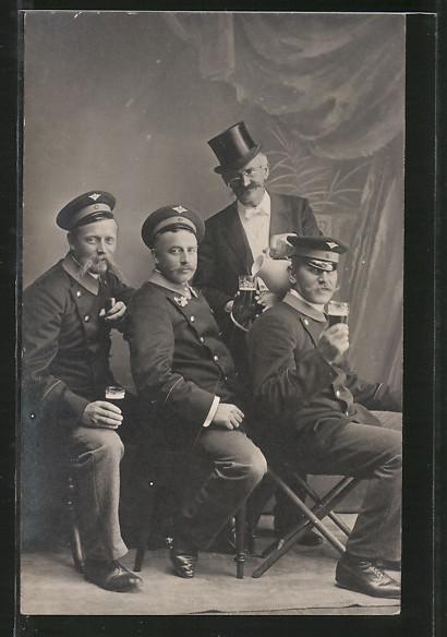 Foto-AK österreichische Militär-Eisenbahner in Uniform