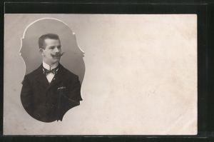 Foto-AK Portrait eines Herren mit Schnauzbart in Passepartout-Rahmen