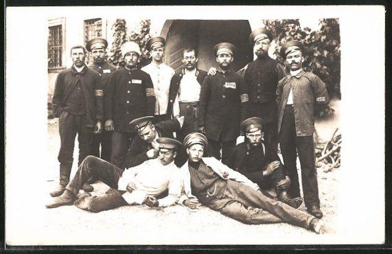 Foto-AK Gruppenbild russische Kriegsgefangene