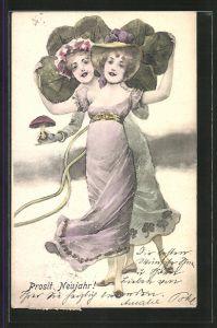 Künstler-AK Brüder Kohn (B.K.W.I) Nr.2999/4: Zwei junge Frauen mit grossem Kleeblatt