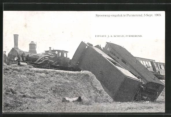 AK Purmerend, Eisenbahnkatastrophe vom 5.9.1905, Lokomotive und verkeilte Waggons