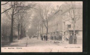 AK Haarlem, Zijlweg mit Passanten