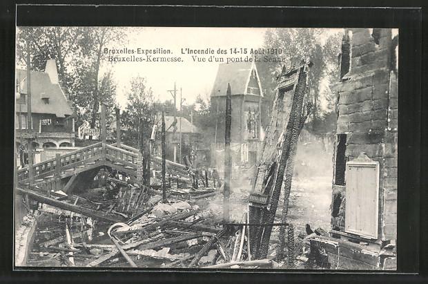 AK Bruxelles, Exposition de Bruxelles 1910, l'incendie des 1910, vue d'un pont de la Senne