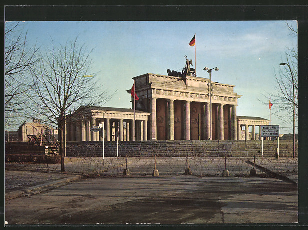 ak berlin brandenburger tor nach dem 13 august 1961 nr 7229559 oldthing milit r krieg. Black Bedroom Furniture Sets. Home Design Ideas