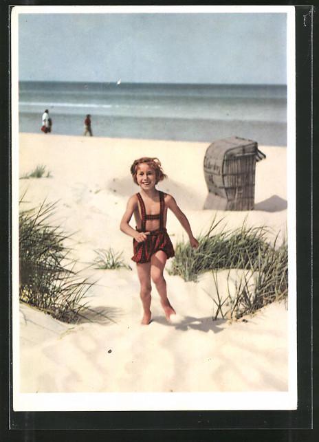 AK Kleiner Junge lachend am Strand, Erhaltet den Kindern den Frieden!