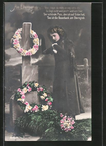 AK Mädchen am Grab ihrer Eltern