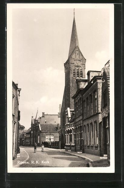 AK Rijssen, R. K. Kerk, Strassenpartie mit Kirche